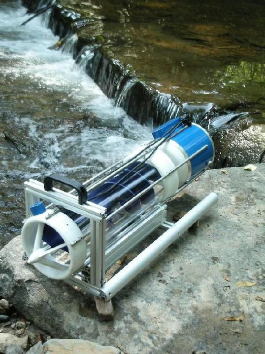 portable hydroelectric turbine in stream